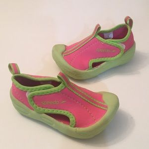 Speedo Toddler girls water shoes Size 5/6